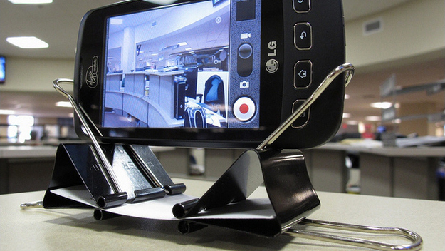 Use Binder clips as Smartphone dock