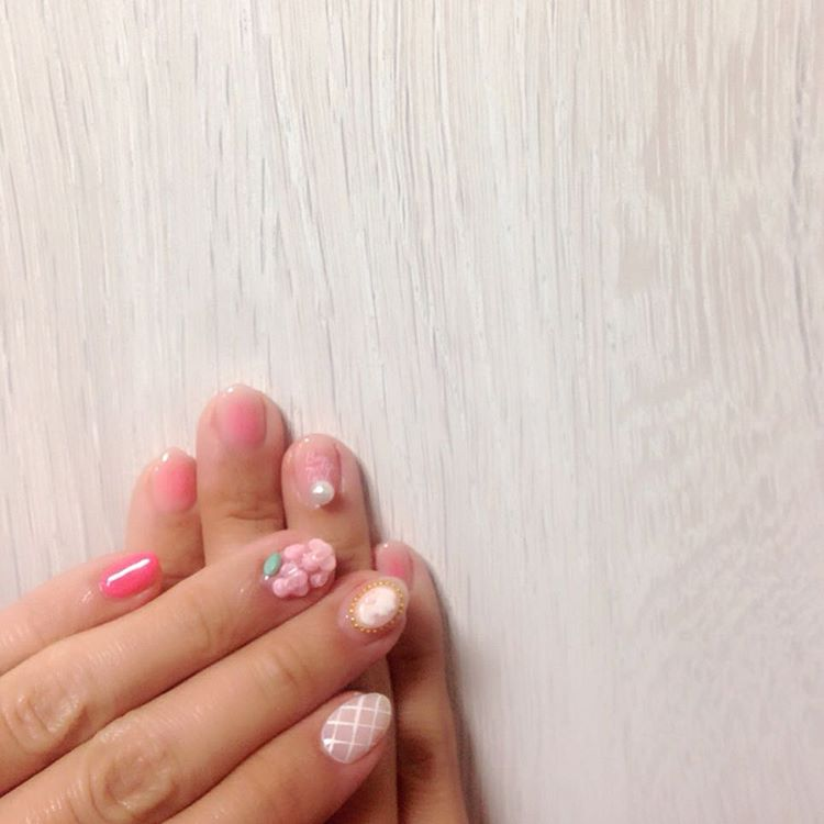 Accessorize it | Floral Nail designs for spring