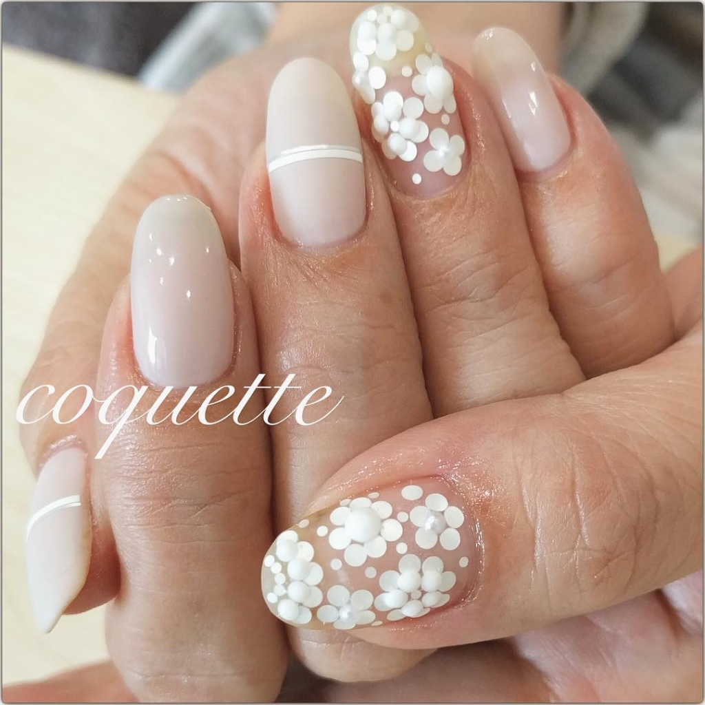 Pretty White Flowers | Floral Nail Art designs for spring