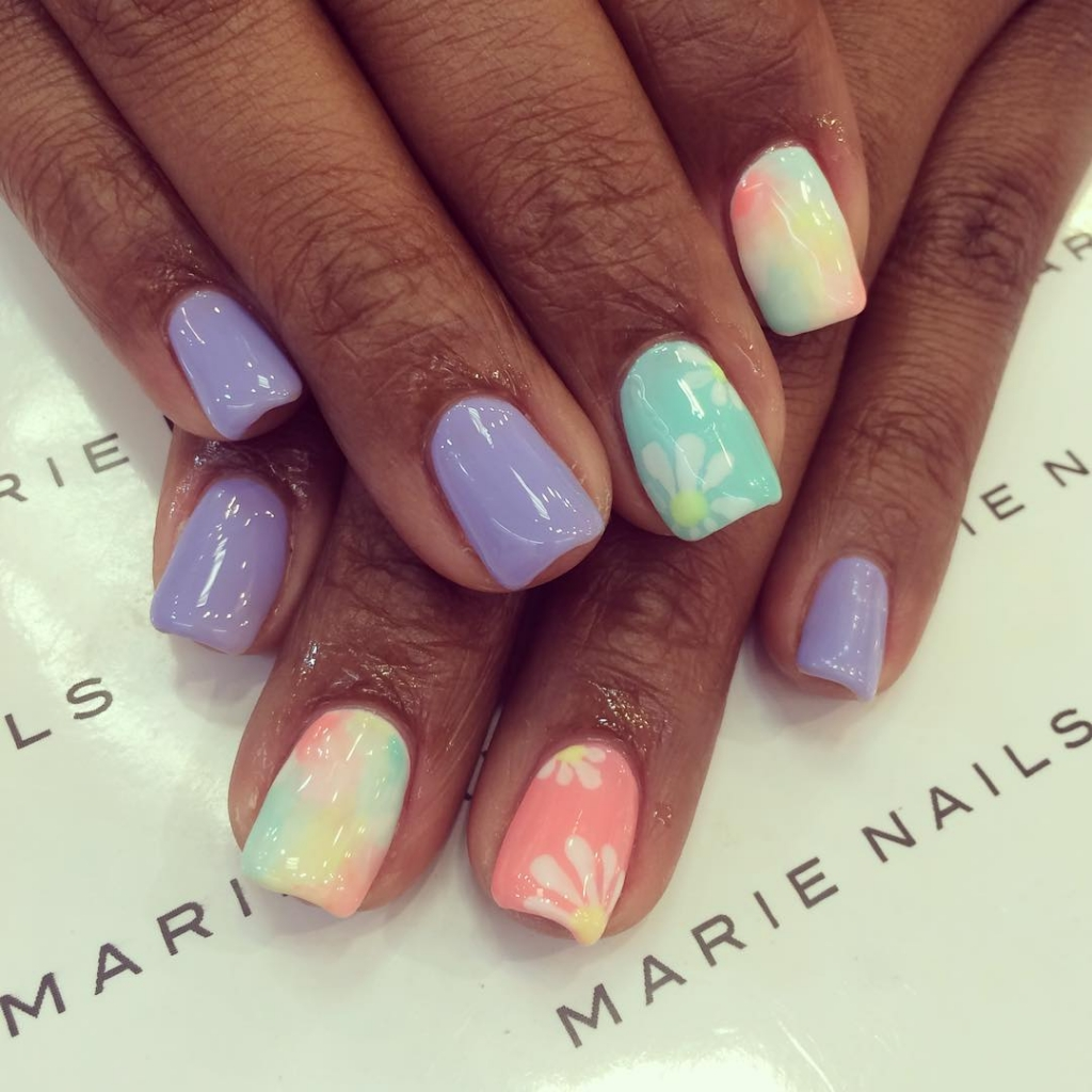Spring is In | Floral Nail designs fro spring