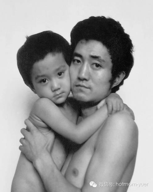 Father and Son Take Same Picture in 1989