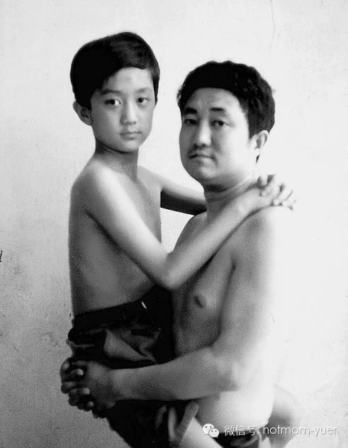 Father and Son Take Same Picture in 1995