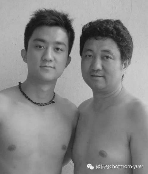Father and Son Take Same Picture in 2004