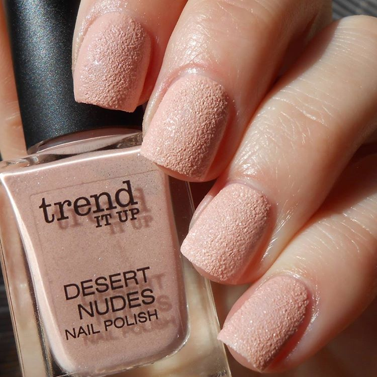 Sandstorm | Textured Nails For this Spring