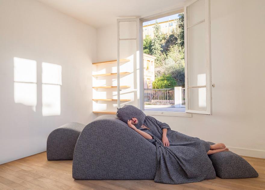 nap-bar-sleeping-smarin-dubai Nap Poncho