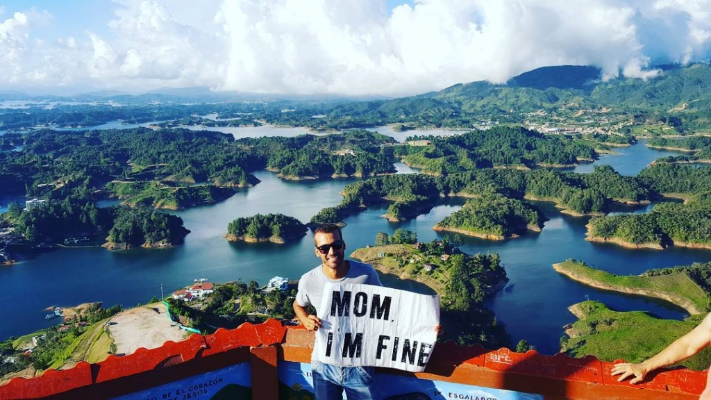 Guy Travels With Mom I Am Fine Sign Gautape Colombia