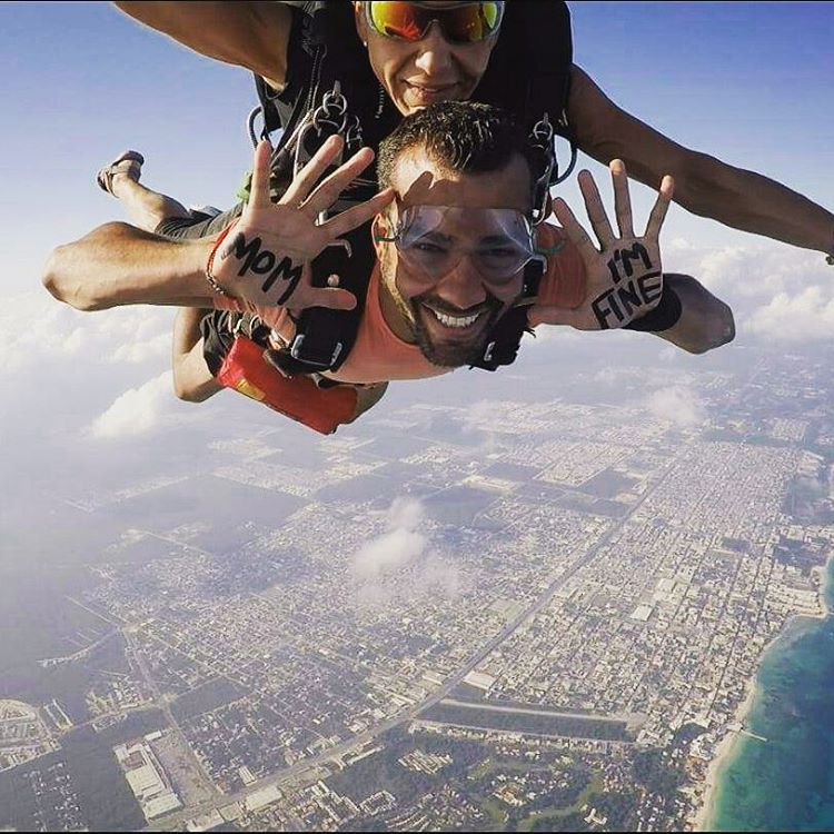 Guy Travels With Mom I Am Fine Sign Skydiving Mexico